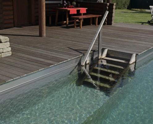 Pool-Holzterrasse