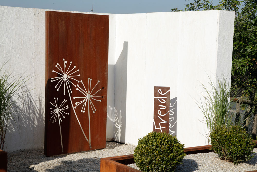 Sichtschutz garten holz metall  Gestalten mit Holz, Metall & Naturstein › Herrhammer – Gärtner von Eden