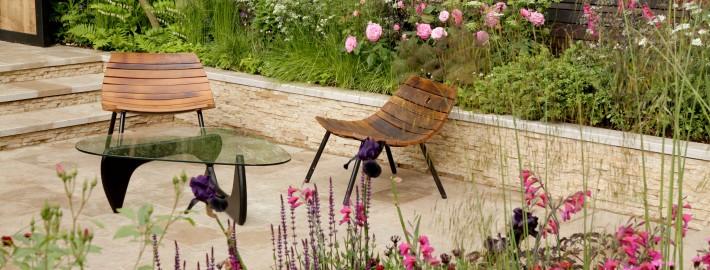 Sitzecke-kleiner-Garten