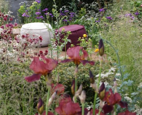 Sitzhocker-im-Garten